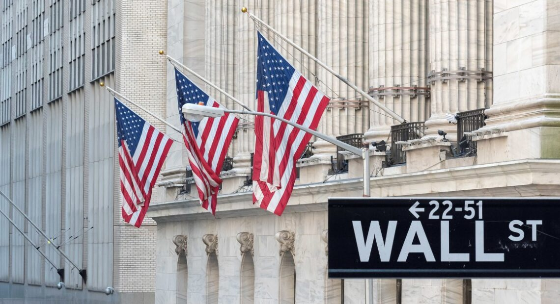 Wall Street: Μικρές απώλειες, αλλά με κέρδη για τον Αύγουστο