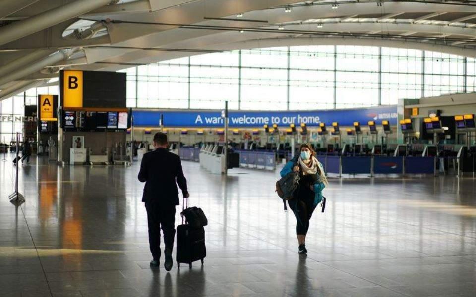 Βρετανία: Απλοποιούνται τα ταξίδια στο εξωτερικό για τους πλήρως εμβολιασμένους