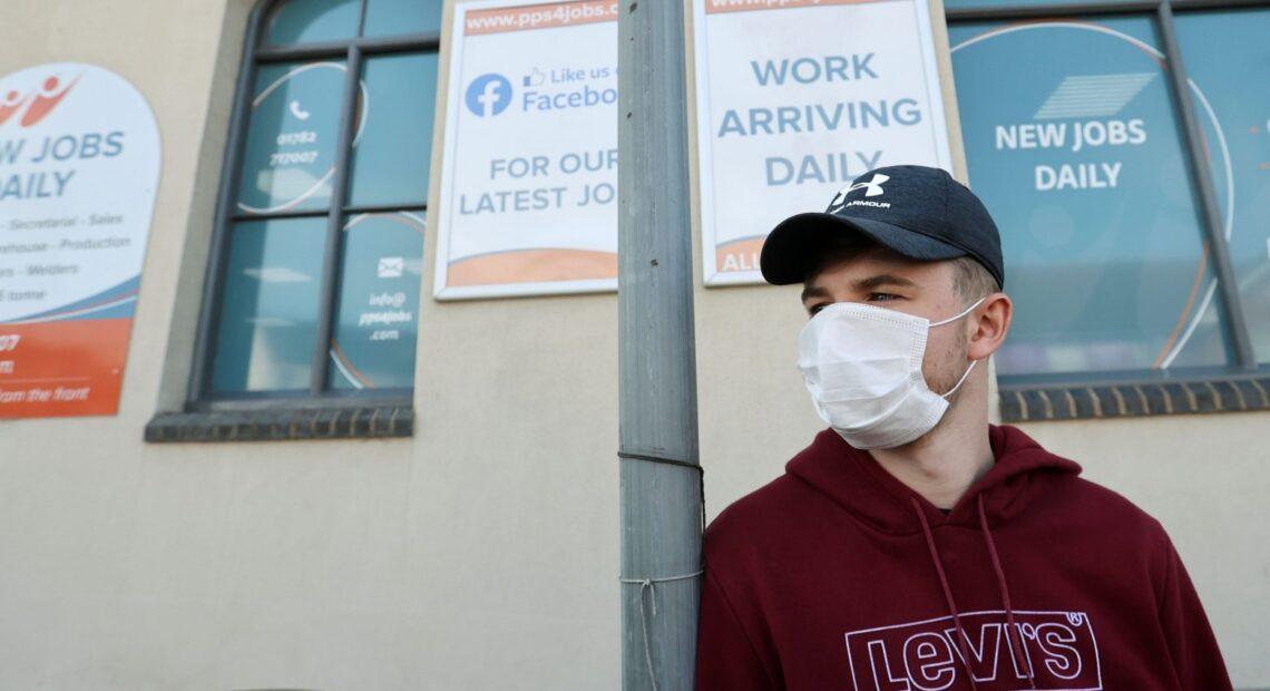 Βρετανία – Συζητιέται η επιστροφή στις μάσκες και την τηλεργασία – Αυξημένα κρούσματα και θάνατοι