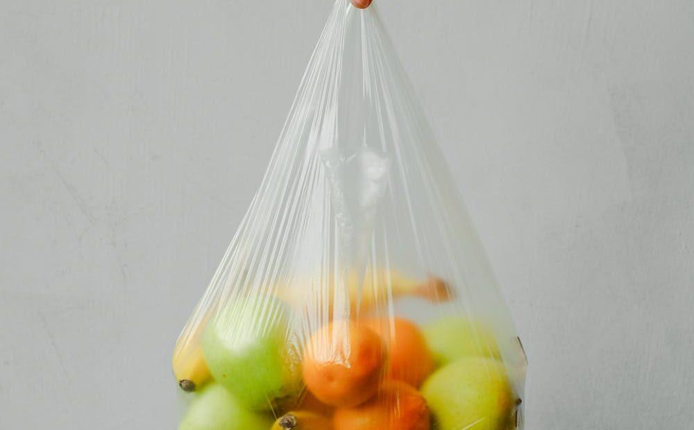 Γαλλία – Από την αρχή του 2022 θα απαγορευτούν οι πλαστικές συσκευασίες για τα περισσότερα φρούτα και λαχανικά