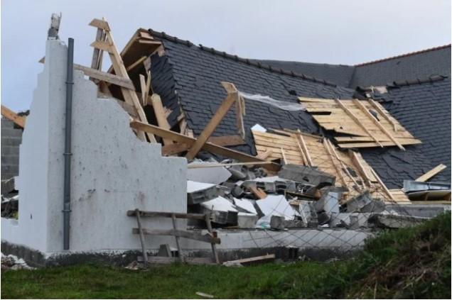 Γαλλία – Η καταιγίδα «Αυγή» σαρώνει τη χώρα – 120