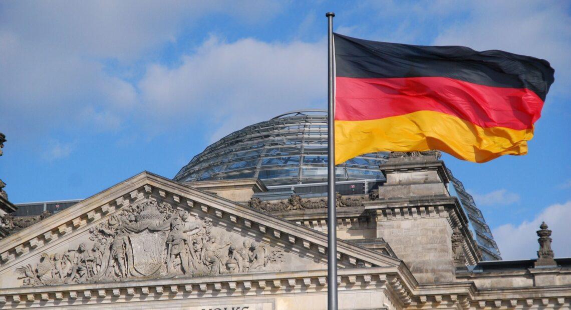 Γερμανία: Ξεκινούν οι συζητήσεις για σχηματισμό κυβέρνησης με την έγκριση των Πράσινων