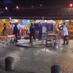Μεξικό – 2 τουρίστες σκοτώθηκαν και 3 τραυματίστηκαν από αδέσποτες σφαίρες συμμοριών (σκληρές εικόνες)