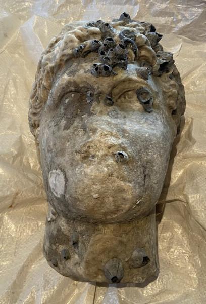 Πρέβεζα – Ανασύρθηκε από τη θάλασσα κεφαλή αγάλματος Ρωμαϊκών Χρόνων