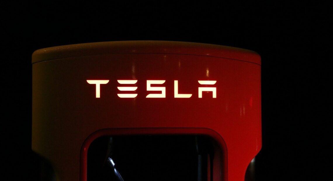 Tesla: Ξεπέρασαν τις προσδοκίες τα αποτελέσματα τριμήνου